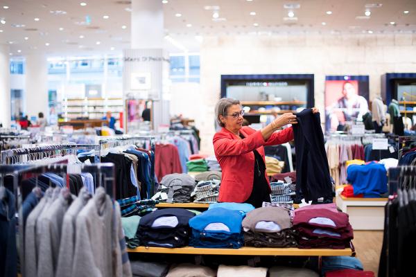 Verkaufsmitarbeiter bei Peek & Cloppenburg